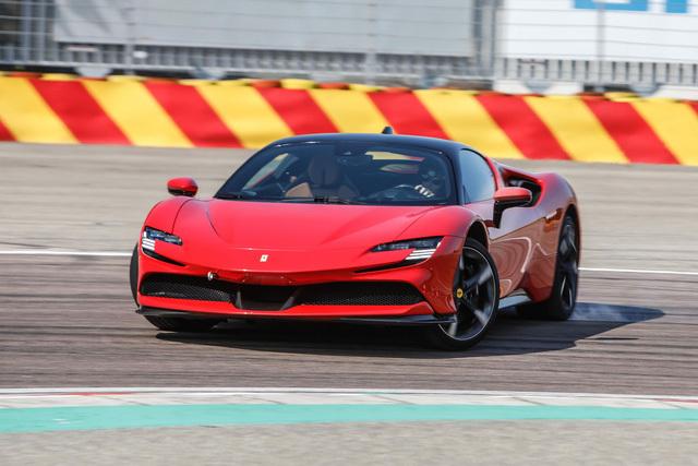 Cặp đôi Ferrari SF90 Stradale đầu tiên lên đường về cho đại gia Việt chơi Tết: 'Siêu ngựa' mạnh nhất, giá hàng chục tỷ, chưa phải xe của Hoàng Kim Khánh - ảnh 4