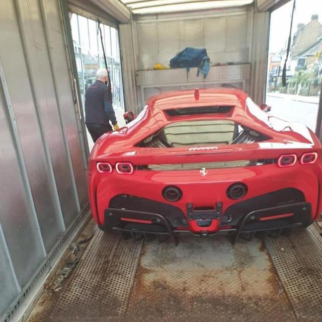 Cặp đôi Ferrari SF90 Stradale đầu tiên lên đường về cho đại gia Việt chơi Tết: 'Siêu ngựa' mạnh nhất, giá hàng chục tỷ, chưa phải xe của Hoàng Kim Khánh - ảnh 1