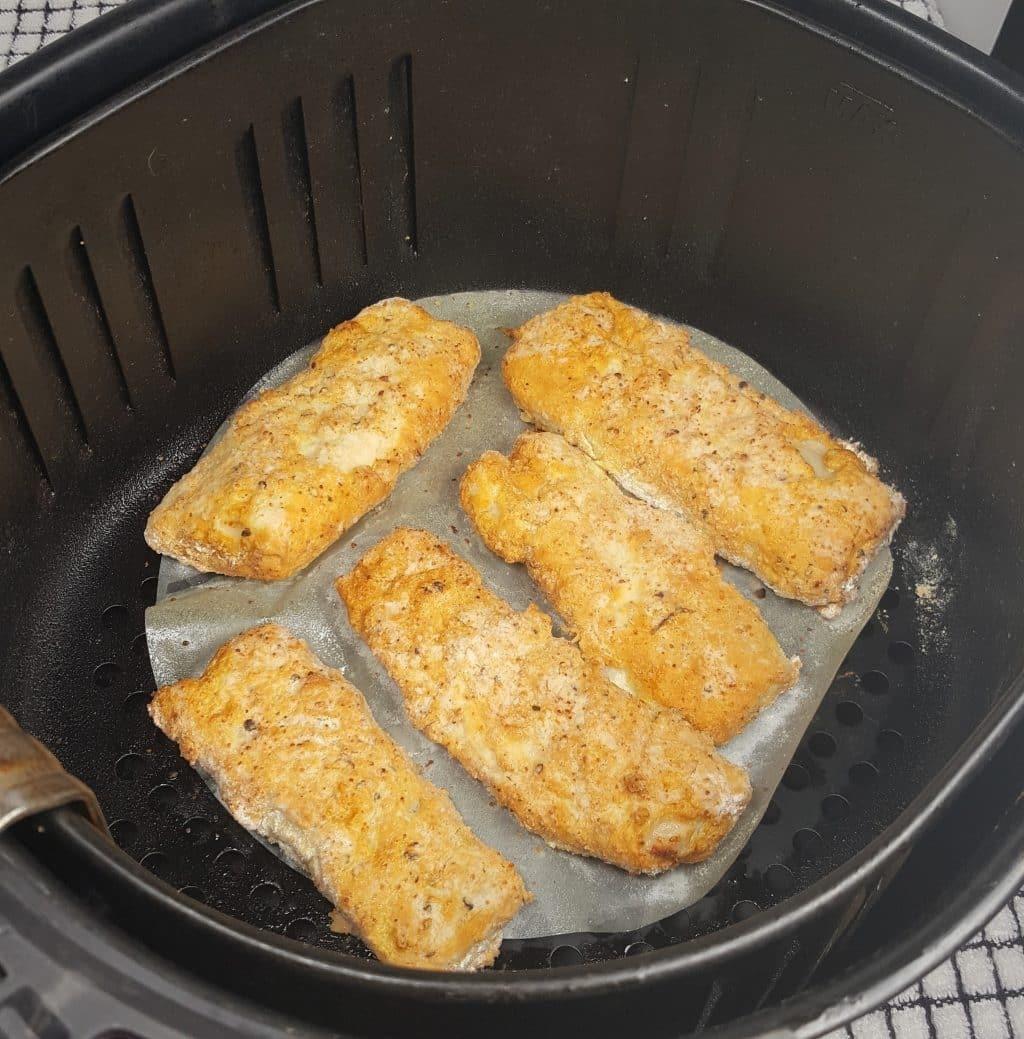 Học cách làm cá tẩm bột chiên giòn bằng nồi chiên không dầu giống Tăng Thanh Hà, hóa ra ngọc nữ cũng là fan của món đồ bếp này - ảnh 6