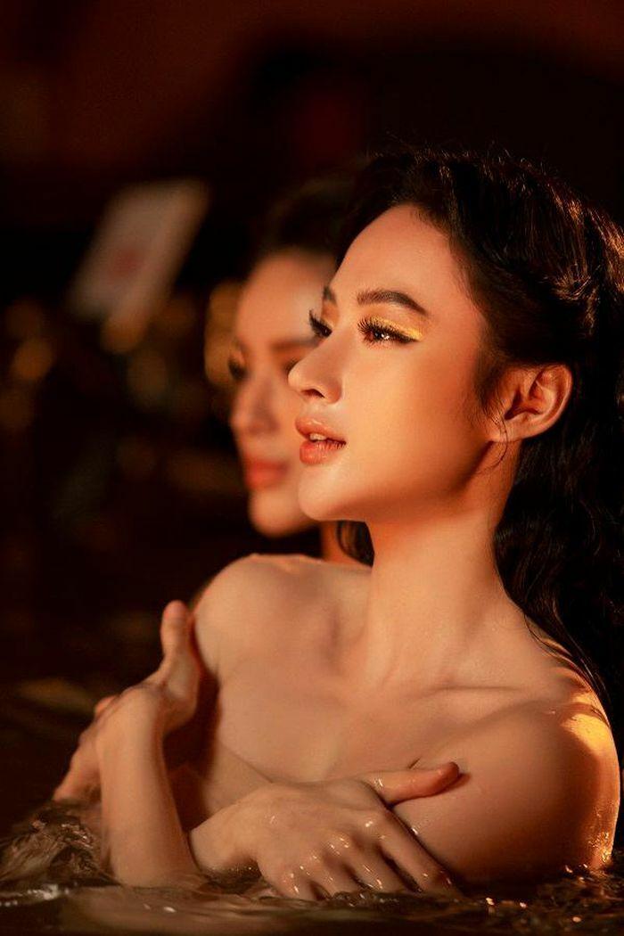 Angela Phương Trinh úp mở chuyện tái xuất với loạt ảnh nóng bỏng với Tú Anh, Khánh Linh - ảnh 2