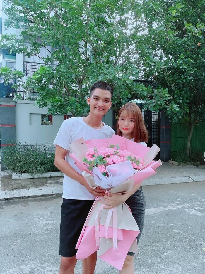 Mặc kệ bị nghi ngoại tình, vợ Mạc Văn Khoa hạnh phúc khoe được chồng tặng hoa kỷ niệm 6 năm bên nhau - ảnh 3