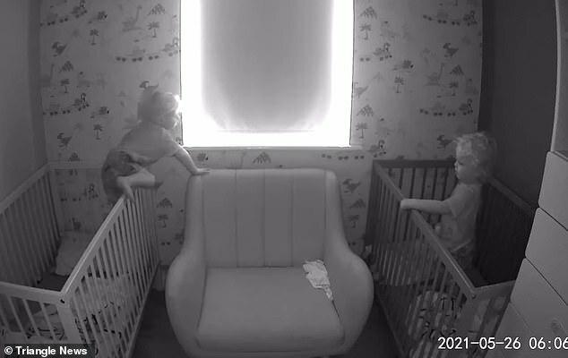 Xem camera trong phòng các con, bố mẹ sững sờ trước hành động của cặp song sinh lúc sáng sớm - ảnh 3