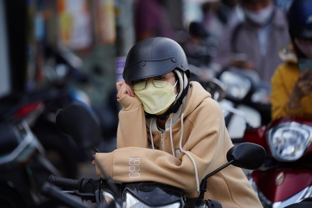 ''Nóng'' ở chốt kiểm soát Gò Vấp: Người dân chen chân chờ, người trực khản tiếng - ảnh 5