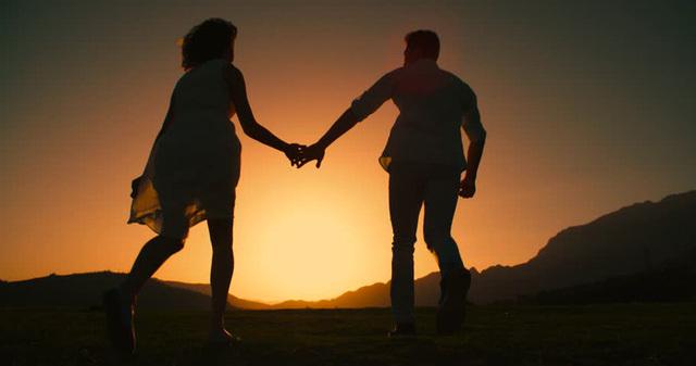 Những cặp đôi sống trong sợ hãi vì bị gia đình