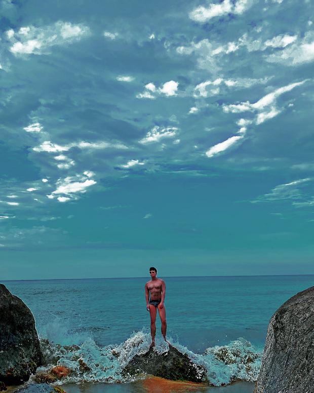 Trời xanh mây trắng, Nathan Lee mặc quần ngắn