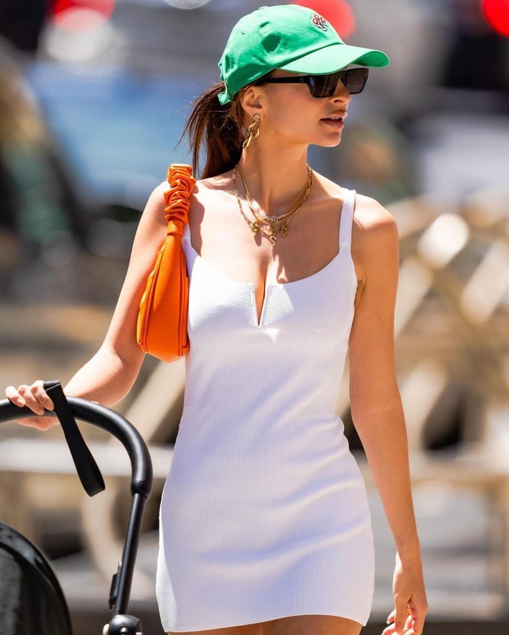 Người mẫu nội y diện váy áo đính đá đón tuổi 30 - ảnh 12
