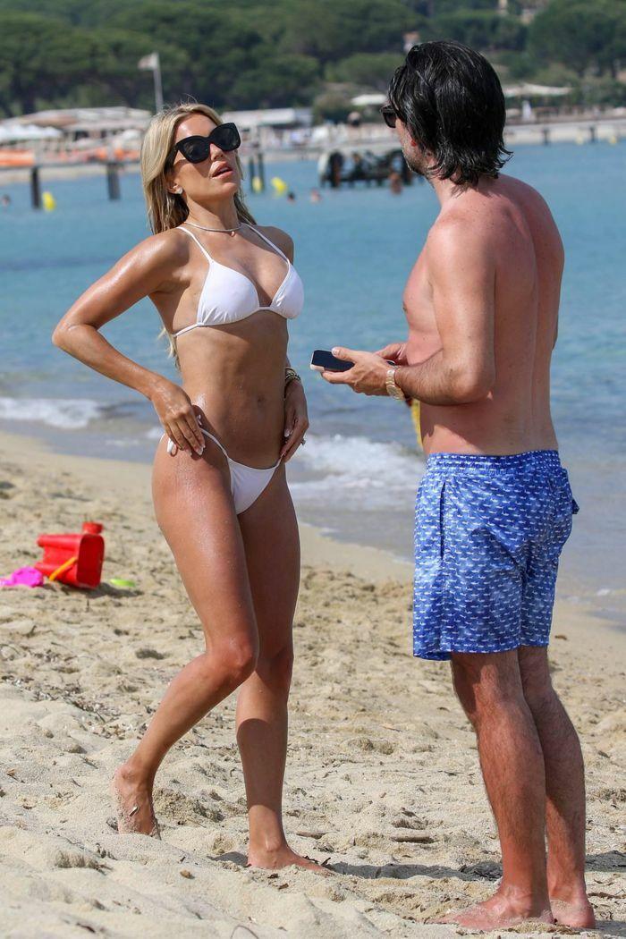Vợ cũ tiền vệ Van der Vaart cực nóng bỏng ở biển - ảnh 7