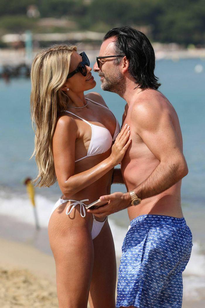 Vợ cũ tiền vệ Van der Vaart cực nóng bỏng ở biển - ảnh 4