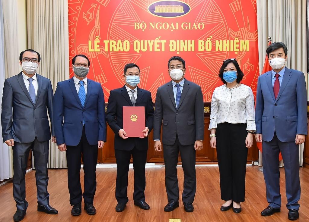 Trao quyết định bổ nhiệm Quyền Vụ trưởng Vụ Biên giới Việt – Trung - ảnh 2
