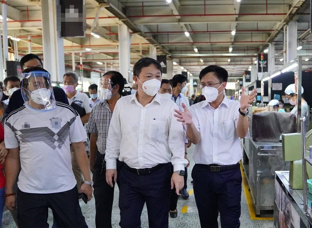 Mối lo từ hơn 670 xe đưa rước công nhân Công ty PouYuen - ảnh 1