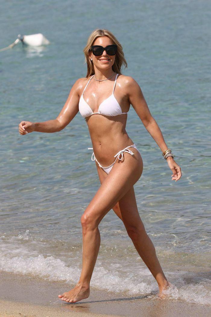 Vợ cũ tiền vệ Van der Vaart cực nóng bỏng ở biển - ảnh 5