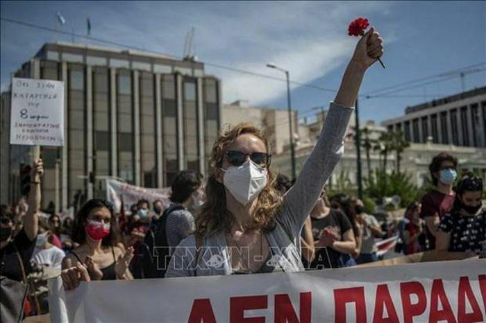 Lại biểu tình phản đối dự luật cải cách lao động ở Hy Lạp - ảnh 1