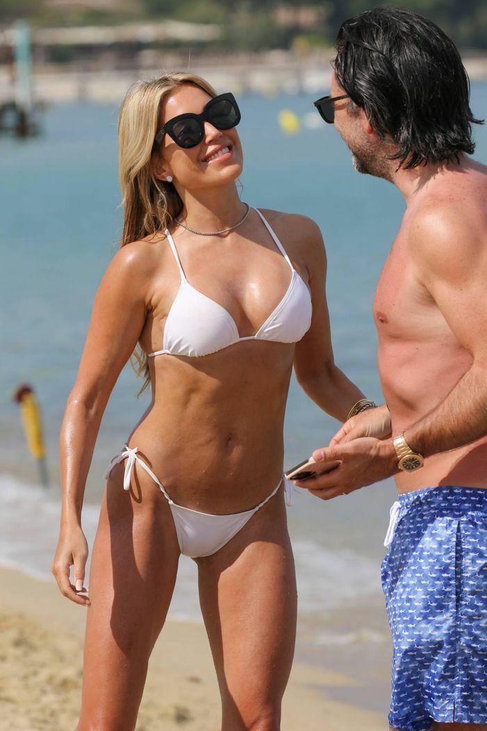 Vợ cũ tiền vệ Van der Vaart cực nóng bỏng ở biển - ảnh 6