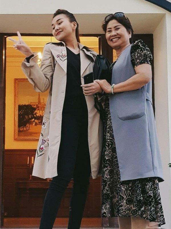Mẹ ruột Thanh Hằng - tín đồ hàng hiệu thứ thiệt nhưng siêu kín tiếng - ảnh 7