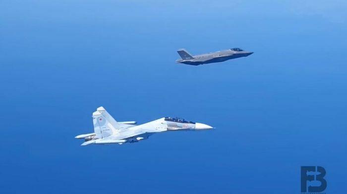 Su-30SM Nga áp sát buộc F-35 NATO phải đổi hướng bay - ảnh 2