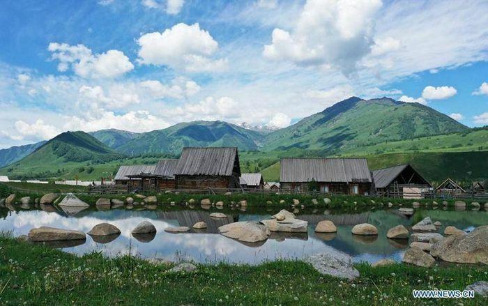 Ngắm cảnh bốn mùa ở ngôi làng đẹp nhất Trung Quốc - ảnh 2