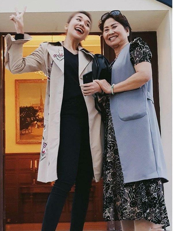Mẹ ruột Thanh Hằng - tín đồ hàng hiệu thứ thiệt nhưng siêu kín tiếng - ảnh 6