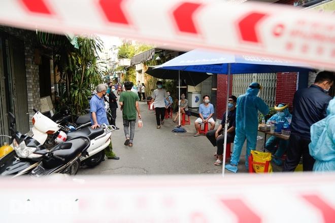 Tổ chức ăn nhậu tại nhà, 6 người trong gia đình mắc Covid-19 - ảnh 2