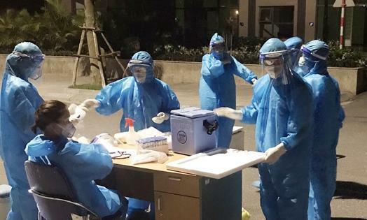 Hà Tĩnh: Phát hiện 7 ca nhiễm mới, lãnh đạo tỉnh họp khẩn, thần tốc xét nghiệm xuyên đêm - ảnh 2