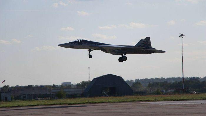 Mỹ chê Su-57 là ''máy bay tồi tệ nhất'', phi công Nga lập tức phản ứng - ảnh 2
