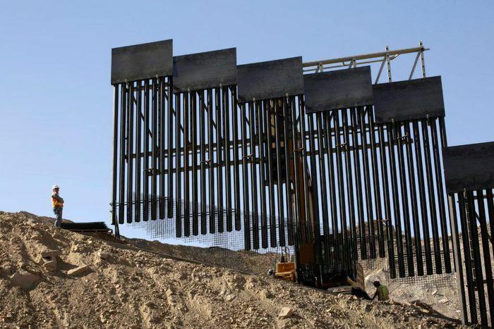 Thống đốc bang Texas tiết lộ kế hoạch xây tường biên giới - ảnh 1