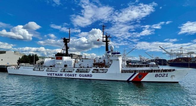 Hai chuẩn tướng lên thăm tàu Cảnh sát biển bàn giao cho Việt Nam tại Hawaii - ảnh 2