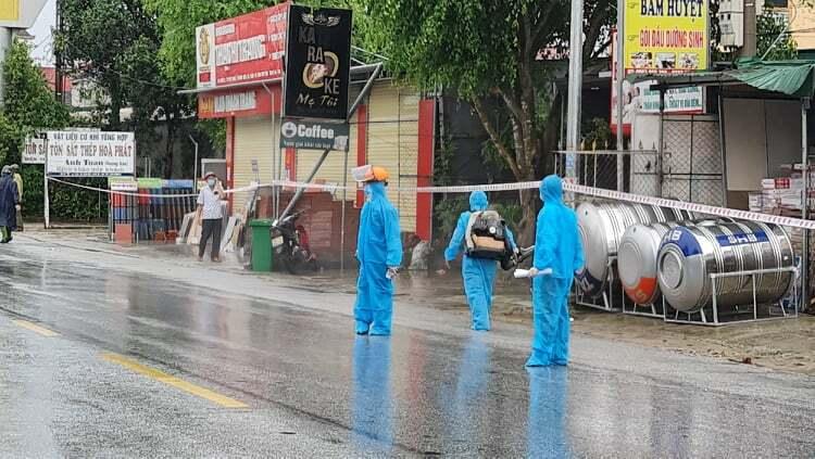 2 người ở huyện Hương Sơn từng đến điểm tắm nước ngọt công cộng dương tính COVID-19 - ảnh 2