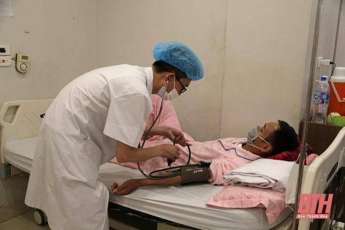 Bệnh viện Đa khoa Hợp Lực sẵn sàng tiếp nhận, bảo đảm cho các bệnh nhân ung bướu không bị gián đoạn điều trị do dịch COVID-19 - ảnh 3