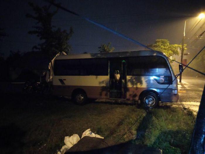 Hà Tĩnh: Điều động xe buýt làm điểm trực chốt phòng chống dịch Covid-19 - ảnh 3