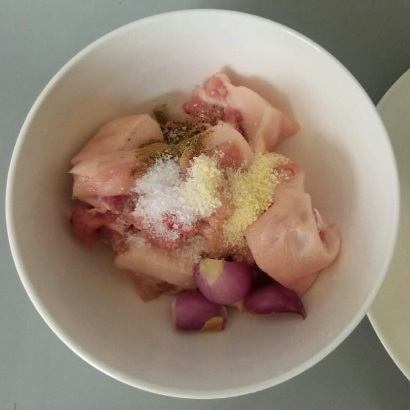 Cách nấu canh đuôi heo hầm khoai môn ngon miệng bùi béo bổ dưỡng - ảnh 2