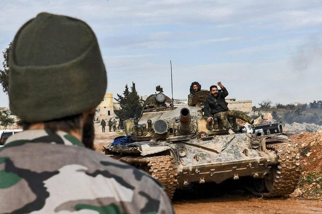 """Cả gan tấn công xe chở lực lượng Hổ Syria, IS """"giỡn mặt tử thần"""" - ảnh 1"""