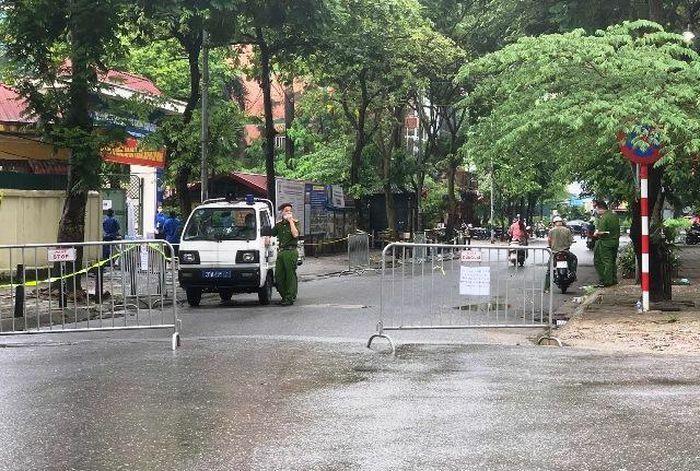 Quận Cầu Giấy đảm bảo an ninh trật tự tại các điểm thi - ảnh 5