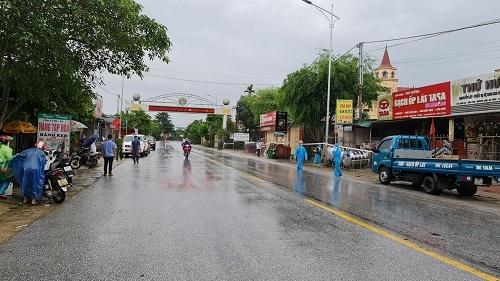 2 người ở huyện Hương Sơn từng đến điểm tắm nước ngọt công cộng dương tính COVID-19 - ảnh 1