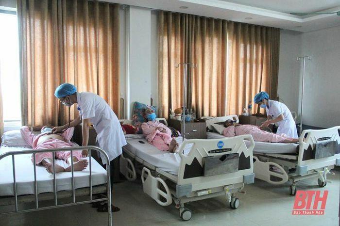 Bệnh viện Đa khoa Hợp Lực sẵn sàng tiếp nhận, bảo đảm cho các bệnh nhân ung bướu không bị gián đoạn điều trị do dịch COVID-19 - ảnh 4