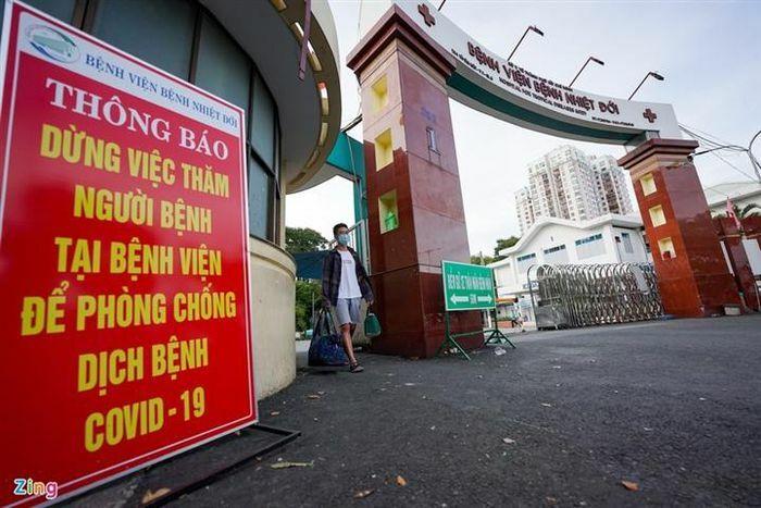 TP.HCM: 3 người mắc COVID-19 ở Tân Phú phát hiện qua khám sàng lọc tại bệnh viện - ảnh 1