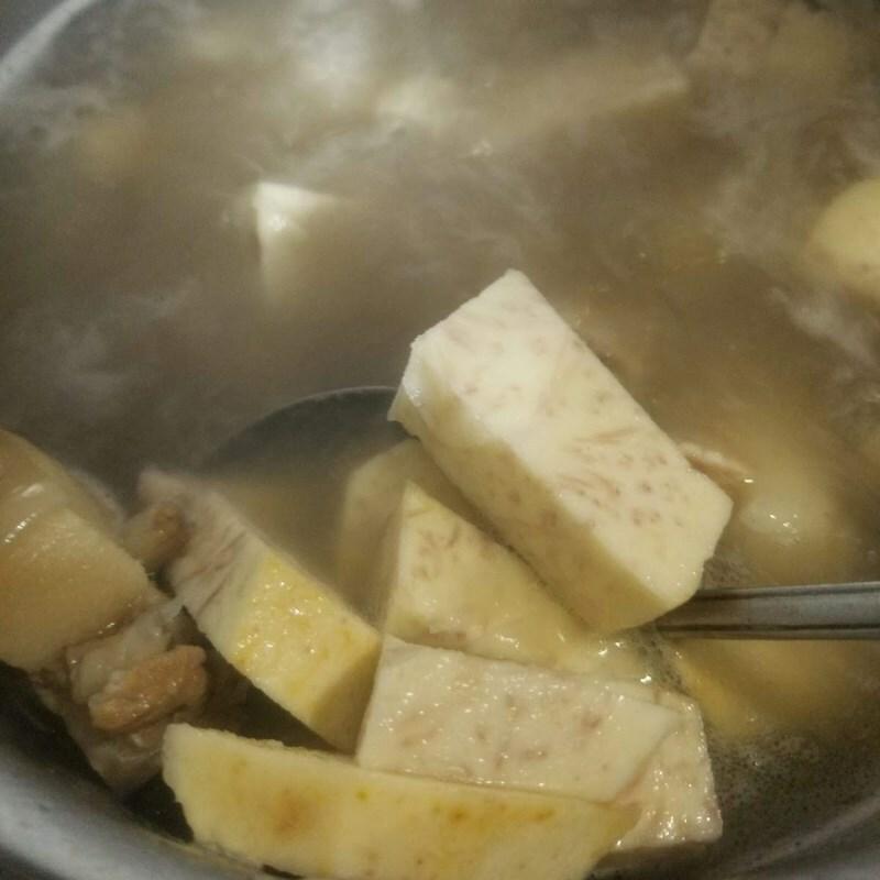 Cách nấu canh đuôi heo hầm khoai môn ngon miệng bùi béo bổ dưỡng - ảnh 8