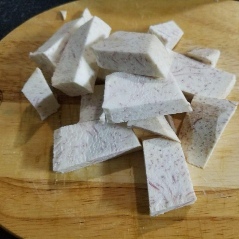 Cách nấu canh đuôi heo hầm khoai môn ngon miệng bùi béo bổ dưỡng - ảnh 5