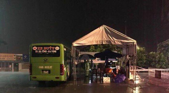 Hà Tĩnh: Điều động xe buýt làm điểm trực chốt phòng chống dịch Covid-19 - ảnh 1