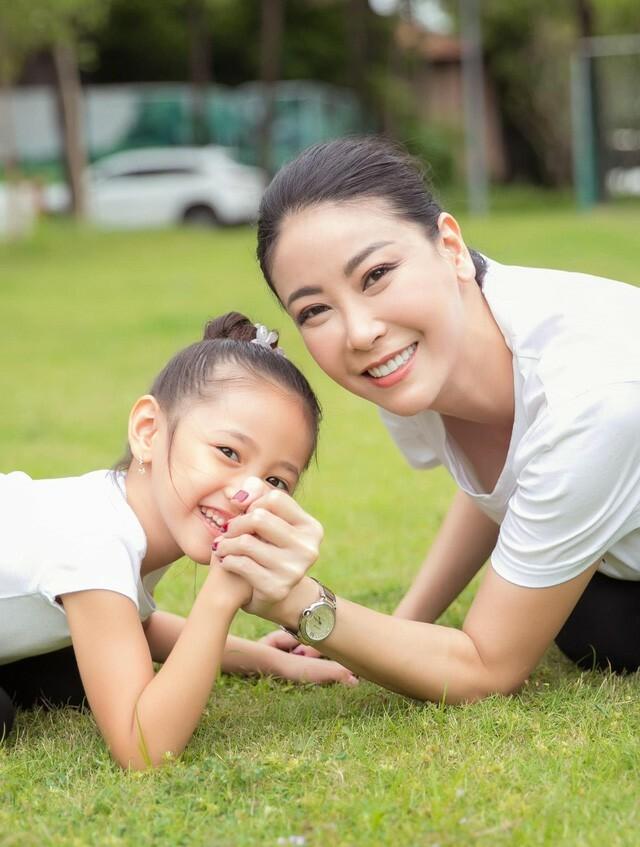 Hà Kiều Anh tập thể dục cùng con gái - ảnh 9