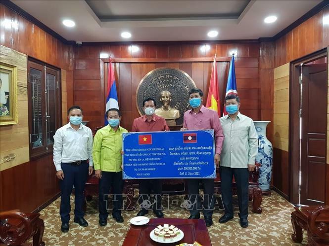 Các tỉnh của Lào hỗ trợ địa phương Việt Nam phòng, chống dịch COVID-19 - ảnh 2