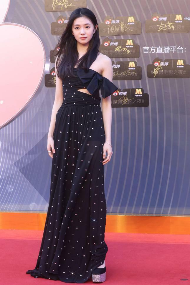 Dàn nàng thơ của Trương Nghệ Mưu 'đổ bộ' thảm đỏ Đêm Điện ảnh Weibo - ảnh 3