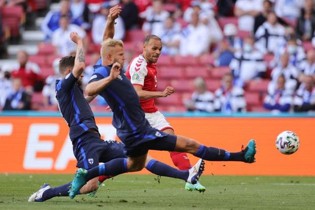 Kiên cường trở lại sân sau sự cố kinh hoàng, Đan Mạch lại thua đau Phần Lan dù được đá penalty - ảnh 2
