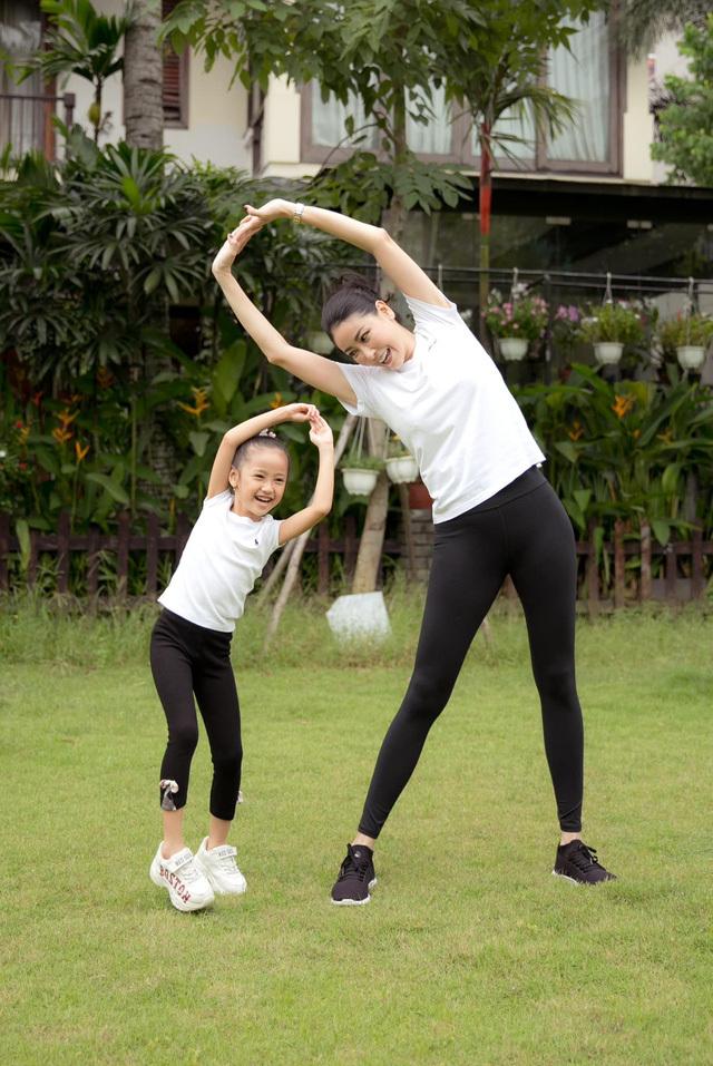 Hà Kiều Anh tập thể dục cùng con gái - ảnh 6