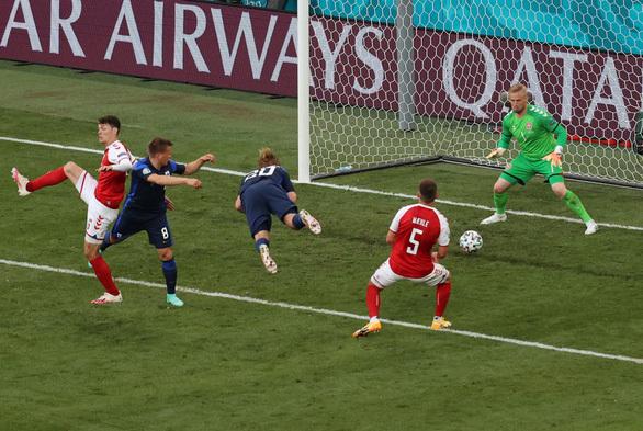 Phần Lan thắng sốc Đan Mạch trong ngày giới bóng đá lo lắng cho Eriksen - ảnh 1