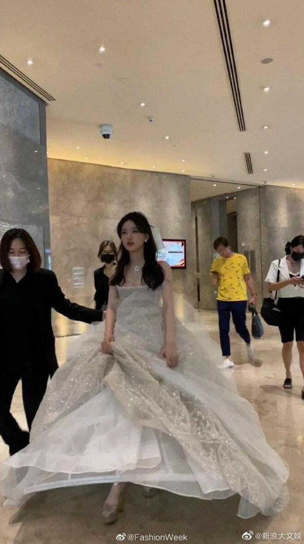 Triệu Lộ Tư khiến netizen không ngừng xuýt xoa với tạo hình công chúa Disney đẹp như mơ - ảnh 3
