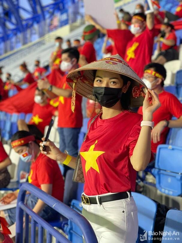 Nước chủ nhà UAE làm khó cổ động viên Việt Nam - ảnh 2