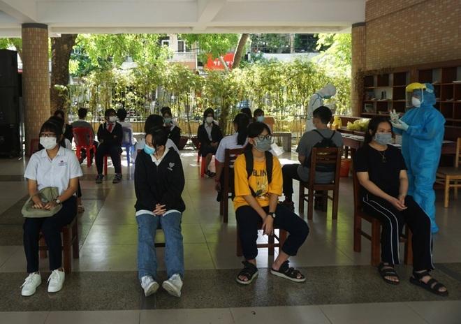 Đà Nẵng: Lấy mẫu xét nghiệm Covid-19 cho hơn 13.000 thí sinh thi vào lớp 10 - ảnh 5