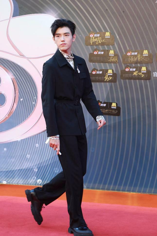 Dàn nàng thơ của Trương Nghệ Mưu 'đổ bộ' thảm đỏ Đêm Điện ảnh Weibo - ảnh 19