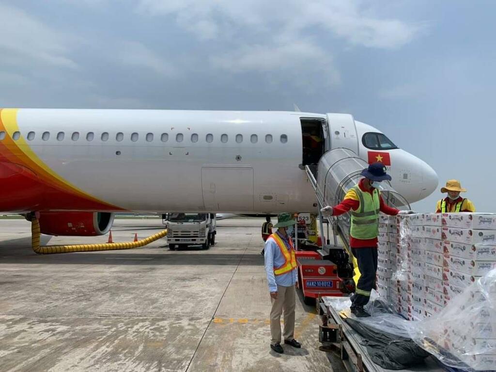 Chung tay hỗ trợ nông dân Bắc Giang, Vietjet & Swift247 vận chuyển vải thiều tới nhiều thị trường trong nước và quốc tế - ảnh 3