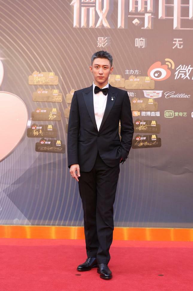 Dàn nàng thơ của Trương Nghệ Mưu 'đổ bộ' thảm đỏ Đêm Điện ảnh Weibo - ảnh 17